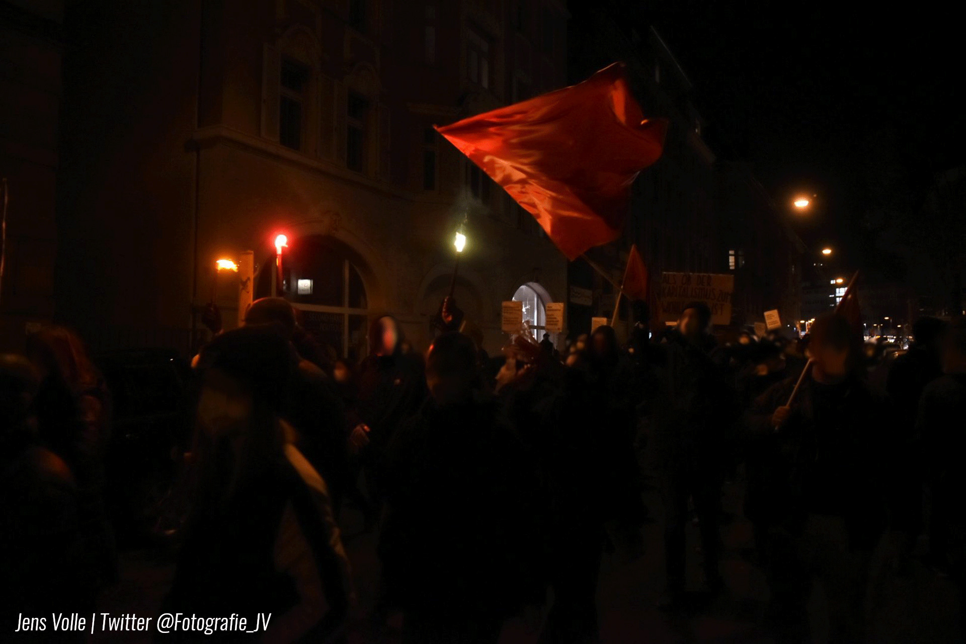 Demo gegen Ausgangssperren und gegen Querdenken in Stuttgart