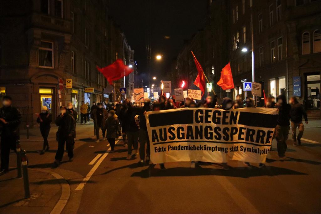 Spontane Demo gegen Ausgangssperren und gegen Querdenken in Stuttgart